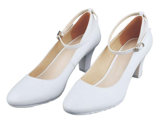 07A women's ordinary white leather shoes in summer