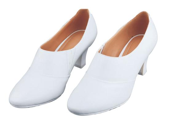 07A ordinary white leather shoes in spring and autumn